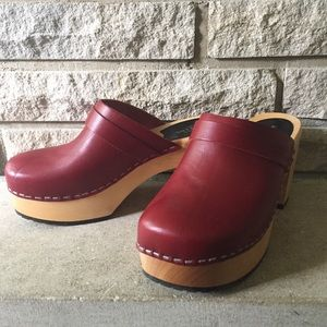 Swedish Hasbeens Louise Clogs Wine Red 37